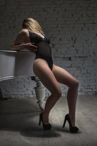Массажистка Оля.